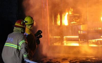 کراچی: تولیہ فیکٹری میں لگی آگ پر قابو نہ پایا جا سکا، کروڑوں کا نقصان