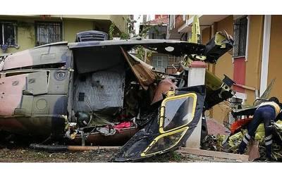 ترکی کا ہیلی کاپٹر رہائشی علاقے میں گر کر تباہ، کیا چیز لے جارہا تھا؟ خطرناک خبر آ گئی