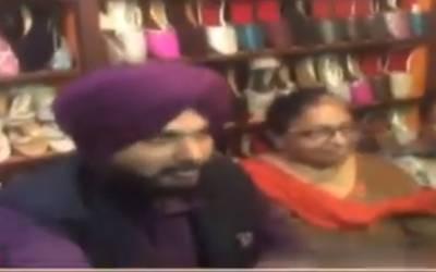 سابق بھارتی کرکٹر نوجوت سنگھ سدھو لاہوری جوتوں کے دلدادہ،چار جوڑے خریدلئے
