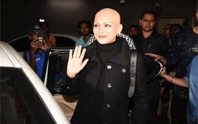 کینسر کی مریضہ بھارتی اداکارہ سونالی باندرے امریکہ سے واپس پہنچ گئیں، لیکن اب ان کی حالت کیسی ہے؟ بھارت سے خبرآگئی