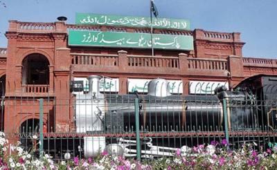 پاکستان ریلوے کا کم آمدنی والے افراد کیلئے نئی ٹرین چلانے کا فیصلہ مگر اس کا نام کیا رکھا گیا ہے؟ جان کر آپ بھی مسکرا دیں گے