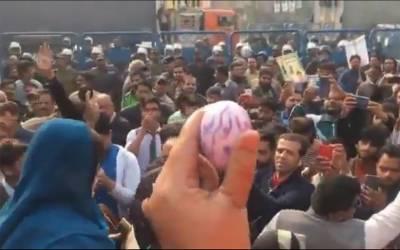 شہباز شریف کی پیشی، لیگی کارکنوں کی احتساب عدالت جانے کی کوشش، پولیس کا لاٹھی چارج، میدان جنگ کا سماں