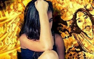نوجوان لڑکی کے ساتھ دو سال تک جنسی زیادتی، اور اس دوران اس کا اپنا باپ کیا کرتا رہا؟ جان کر ہر انسان شرمندہ ہوجائے