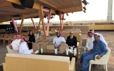 سعودی ولی عہد شہزادہ محمد بن سلمان الیکٹرانک گاڑیوں کی ریس کے انتظامات کا جائزہ لینے کیلئے پہنچ گئے