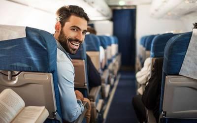 ہوائی جہاز میں ایک ٹکٹ پر سیٹوں کی پوری قطار حاصل کرنے کا طریقہ ماہر نے بتادیا