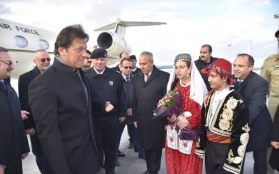 وزیراعظم سرکاری دورے پر ترکی پہنچ گئے ،گورنرقونیا اور اعلیٰ حکام کا پرتپاک استقبال