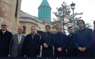 وزیراعظم عمران خان اپنی کابینہ کے ممبران کوترکی میں مولانا جلال الدین رومی کے مزار پر لے گئے ،تصاویر بھی سامنے آگئیں
