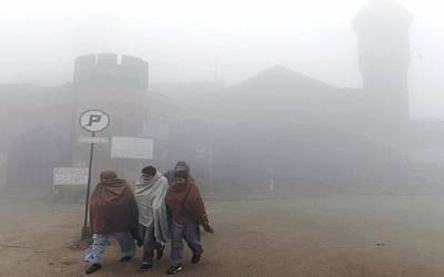 پنجاب، خیبرپختونخوا کے میدانی علاقوں میں دھند کا راج، حد نگاہ انتہائی کم