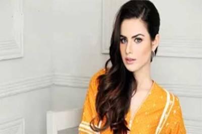 پاکستان کی سپر ماڈل سارہ سرفراز نے ایک سال پہلے شادی کرنے کا اعتراف کر لیا