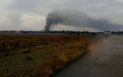 ایران میں کارگو طیارہ لینڈ نگ سے قبل ایئر پورٹ کی حدود پر بنی دیوار سے ٹکرا گیا ، حادثے کا شکار