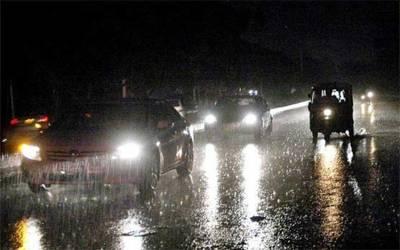 لاہور سے کراچی، بیشتر شہروں میں بارش سے جل اور تھل ایک، متعدد علاقے بجلی سے محروم