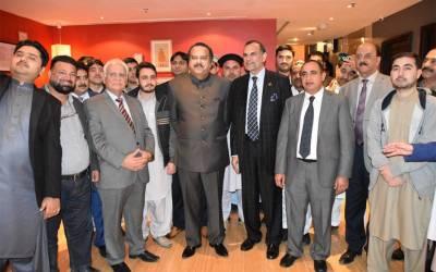 کویت میں تحریک انصاف کا پارٹی ورکرز کنونش،سینیٹر اعظم سواتی اور وزیر اعظم کے معاون خصوصی نعیم الحق کی شرکت