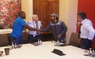 سرفراز احمد اور فلیکوایو کی صلح کن کھلاڑیوں نے کرائی ؟نا م جان کر آپ کے دل میں ان کی عزت مزید بڑھ جائے گی