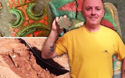 آدمی کو زمین میں دبایا گیا دو ہزار سال پرانا خزانہ مل گیا، پل بھر میں کروڑ پتی ہوگیا