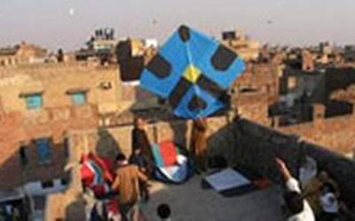 لاہور کے علاقے فیکٹری ایریا میں گلے پر ڈور پھرنے سے 2 افراد زخمی
