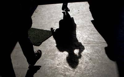 بھارت میں 20 سالہ لڑکی کے ساتھ 12 افراد کی اجتماعی زیادتی اور پھر۔۔۔