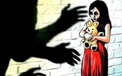 سات سالہ بچی کا ریپ کے بعد قتل ،پولیس نے ملزم باپ بیٹے کو گرفتار کر لیا ،شرمناک داستان پڑھ کر آپ کا بھی خون کھول اٹھے گا