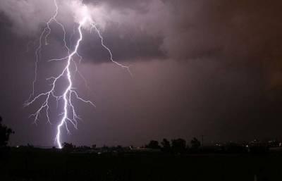 کوہاٹ: سورگل میں آسمانی بجلی گرنے سے 3 خواتین سمیت 5 افراد جاں بحق