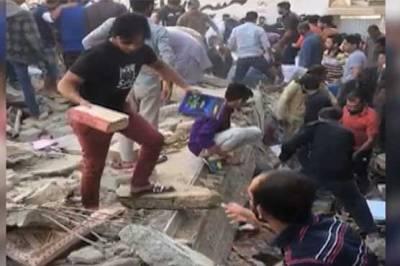 کراچی کے علاقے ملیرمیں 3 منزلہ رہائشی عمارت زمین بوس ہو گئی،خاتون سمیت2 افرادجاں بحق،متعددافرادکے ملبے تلے د بے ہونے کی اطلاعات