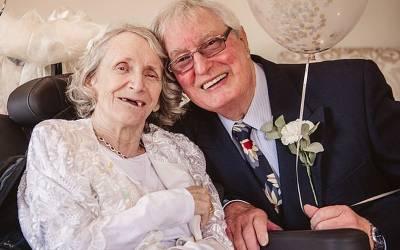 40 سال تک ہر سال شادی کی پیشکش اور لڑکی مسلسل انکار کرتی رہی، 74 سال کی عمرمیں شادی کرنے والے جوڑے کی سب سے انوکھی کہانی
