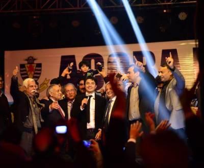 ایچی سن کالج کی سالانہ تقریب، علی ظفر کی شاندار پرفارمنس ، حاضرین بھی جھوم اٹھے
