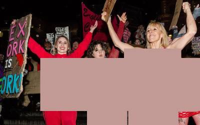 جسم فروش خواتین کی ہڑتال، کام بند کرکے احتجاج کرتی سڑک پر آگئیں