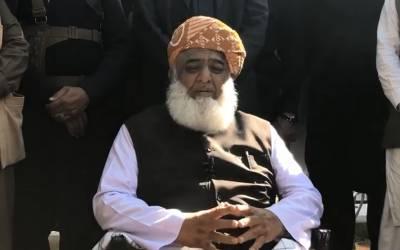 پاکستان کی نظریاتی شناخت کو ختم کیا جارہا ہے،حکومت کی رخصتی سالوں نہیں مہینوں کی بات ہے:مولانا فضل الرحمن