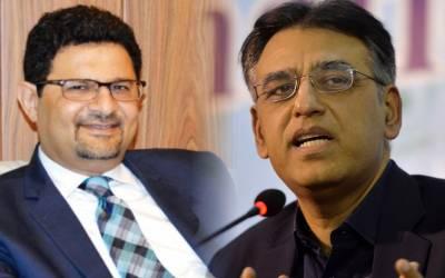 مسلم لیگ ن کے سینئر رہنما مفتاح اسماعیل نے وفاقی وزیر خزانہ اسد عمر کے لئے نئی مشکل کھڑی کر دی ،مناظرے کا چیلنج قبول کرتے ہوئے سوالات کی بوچھاڑ کر دی