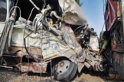 بولان میں 2 ٹرکوں میں تصادم، 2 افراد جاں بحق، ایک شدید زخمی