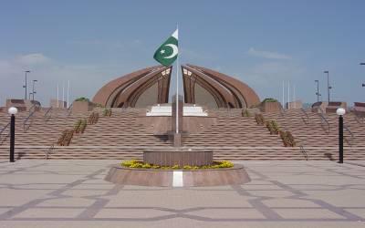 تجدید عہد وفا کا دن، یوم پاکستان آج بھرپور جوش و جذبے سے منایا جارہا ہے، گریٹر اقبال پارک لاہور میں شاندار آتش بازی