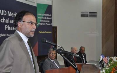 احسن اقبال نے وفاقی وزیر مراد سعید کو لیگل نوٹس بھجوا دیاہے