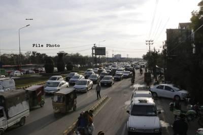 '' قانون سب کیلئے ۔ ۔ ۔'' خیبرپختونخوا پولیس نے رکن اسمبلی کا چالان کردیا