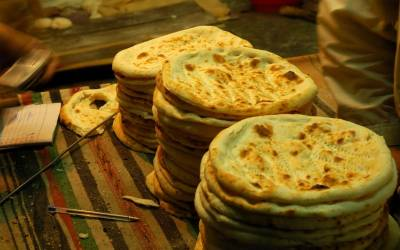 لاہور کی ضلعی انتظامیہ نے روٹی کی قیمت میں اضافہ کر دیا