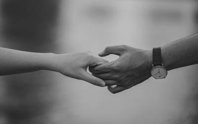 جنسی تعلقات کے ذریعے منتقل ہونے والی وہ بیماری جو آپ کے ہاتھوں تک بھی پھیل سکتی ہے