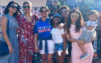 بھارتی کرکٹرز کو اپنی بیویاں ورلڈ کپ میں ساتھ لے جانے کی اجازت مل گئی لیکن ساتھ ہی ایسی شرط بھی رکھ دی گئی کہ آپ بھی حیران رہ جائیں