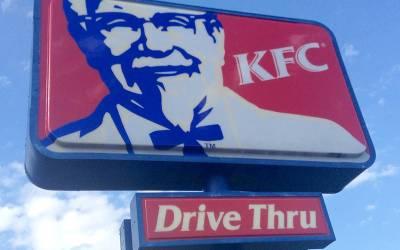 ایک سال تک مسلسل KFC والوں کو بے وقوف بنا کر مفت کھانا کھانے والا شخص