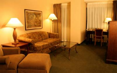 بھتہ مافیا لاہور بھی پہنچ گیا ، پرچی کے ساتھ ہوٹل کو خطرناک دھمکی دیدی گئی
