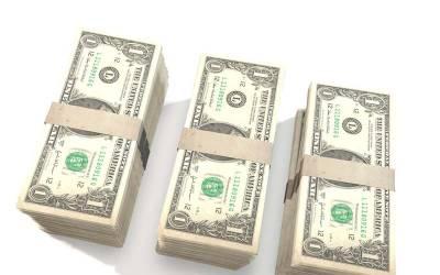 ڈالر کی قیمت میں مزید کمی ہو گئی