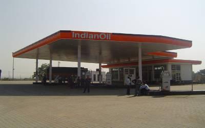 بھارت میں مسلسل چوتھے روز پٹرول کی قیمت میں اضافہ، کتنے روپے کا لٹر ہوگیا؟ جان کر آپ کو بھی یقین نہ آئے