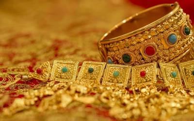 عید کے بعد شادی کی پلاننگ کرنے والے جوڑوں کیلئے خوشخبری ، ڈالر کے بعد سونا بھی سستا ہو گیا