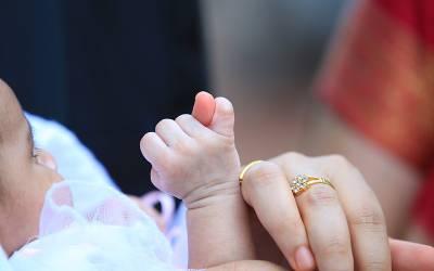 نومولود بچے کو ماں اپنا دودھ پلا دے تو وہ ساری زندگی اس ایک خطرناک چیز سے محفوظ رہتا ہے