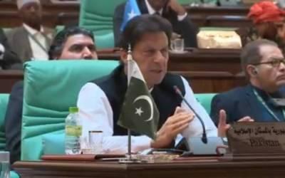 وزیراعظم عمران خان وزیرخارجہ شاہ محمود قریشی کیساتھ ہاتھ کرگئے، انہیں جہاز میں بیٹھنے سے ہی روک دیا گیا