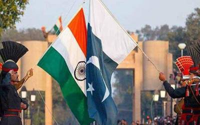پاکستان نے گرم موسم کے ساتھ بھارت پر حملہ کردیا، بھارتی میڈیا کے سر پر پاکستان کا خوف سوار