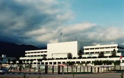 بجٹ تقریر کے دوران اپوزیشن ارکان نے ایسا کام کردیا کہ حکومتی ارکان وزیر اعظم عمران خان کی ڈھال بن گئے ،ایوان میں افرا تفری