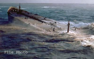 خلیج عمان میں تیل برادر جہازوں پر مبینہ حملہ، پوری دنیا میں ہلچل مچ گئی