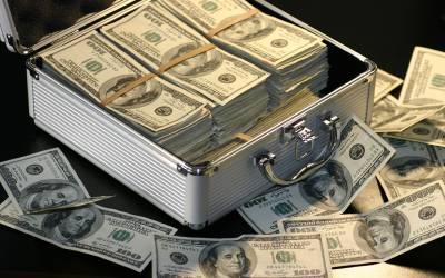 امریکی ڈالر 157 روپے 50 پیسے کا ہوگیا، گزشتہ 5 روز میں روپے کی قدر میں کتنی کمی آئی؟ جان کر آپ بھی کانوں کو ہاتھ لگالیں