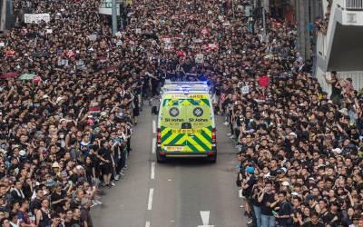 ہانگ کانگ میں 20 لاکھ لوگوں کا احتجاج، ایمبولینس آئی تو مظاہرین نے کیسے راستہ چھوڑا؟ ویڈیو دیکھ کر پوری دنیا تعریفیں کرنے لگی