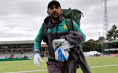بھارت سے شکست کھانے کے بعد کھلاڑی لندن پہنچے تو میڈیا کو دیکھ کر سرفراز احمد نے کیا کہا؟ خبر آ گئی