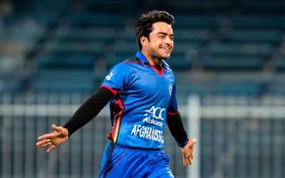 انگلش بلے بازوں کی دھواں دار بیٹنگ نے شرمناک ریکارڈ راشد خان کے 'کھاتے' میں ڈال دیا