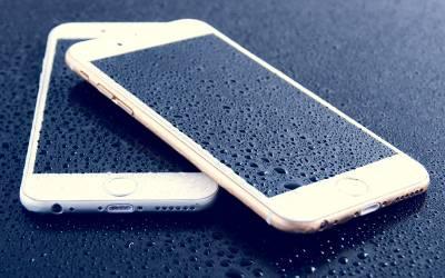 اگر موبائل فون پانی میں گر جائے تو اس کے بعد یہ غلطی ہر گز نہ کریں جو سب کرتے ہیں
